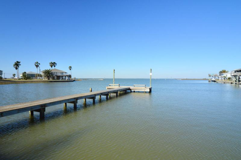 Private fishing pier, 1 block from the house, with lights, bench, and nearby fish cleaning station - Hunky Dory, beach cottage with a fishing fettish : - Galveston - rentals