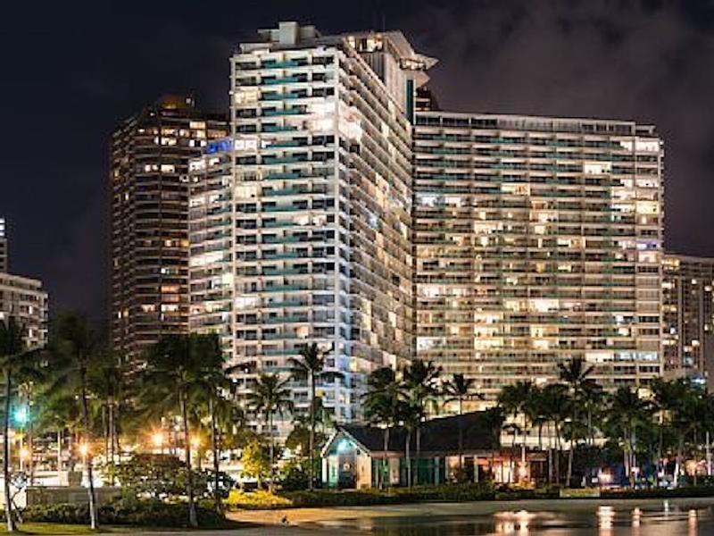 UNOBSTRUCTED OCEAN FRONT TWO BEDROOM WAIKIKI CONDO - Image 1 - Honolulu - rentals