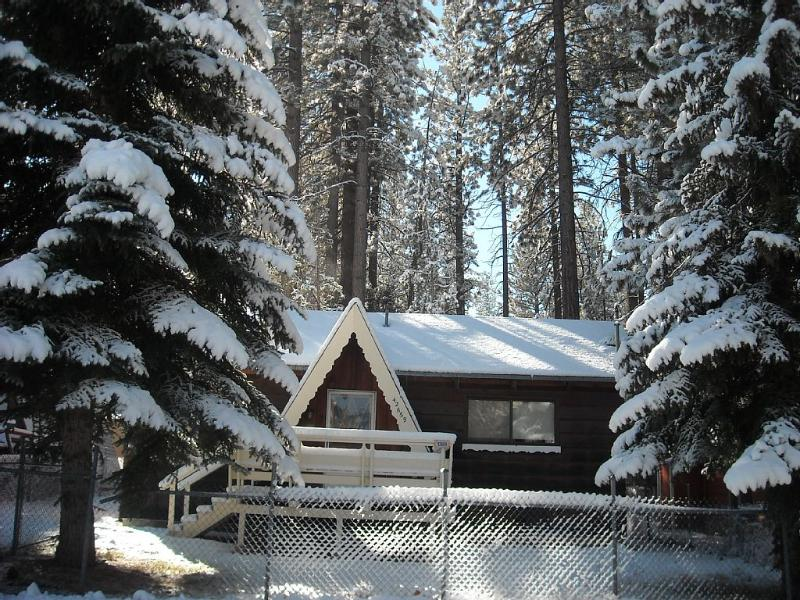 Falcon's Landing:  Upgraded Ski Chalet - FALCON'S LANDING: UPGRADED SKI CHALET - WIFI/CBL - Big Bear Lake - rentals