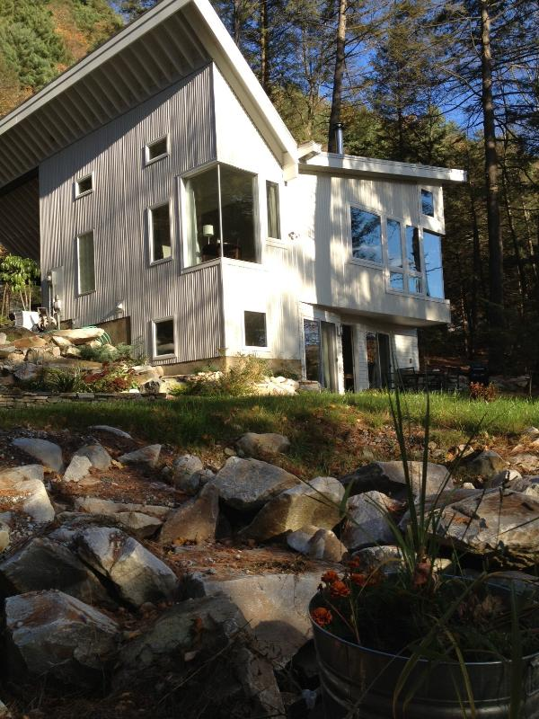 Peg's Place on the Rocks: Architect-designed and built in 2013 - Peg's Place On The Rocks. Boulders, Trees, River! - Great Barrington - rentals