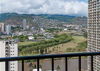 End Unit Condo with Full Kitchen and Free Parking! - Image 1 - Honolulu - rentals