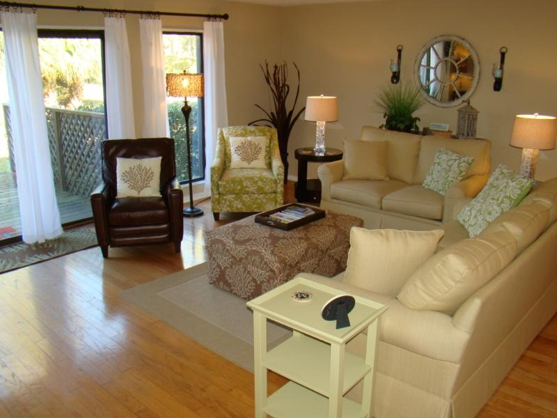 Our comfortable living room has seating for seven. - AUG. DISCOUNTS! 550 Queen's Grant - Palmetto Dunes - Hilton Head - rentals