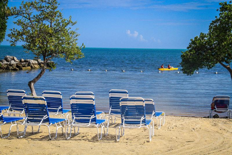 Relax and rewind in the clear turquoise waters and beach at Tarpon Cove. - Tarpon Cove at Ocean Pointe Resort - Tavernier - rentals