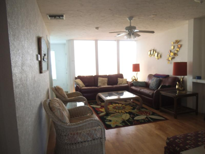 Oceanfront livingroom - 4 Bedroom 3 Bath Oceanfront Townhouse With Garage - Cocoa Beach - rentals