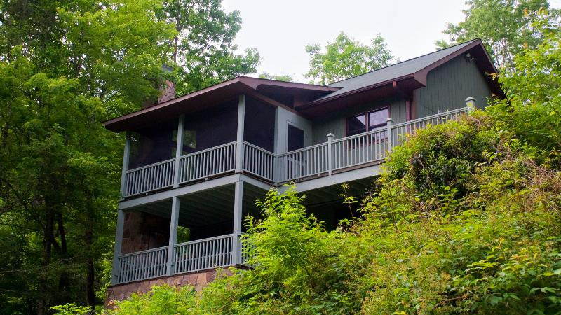 "Riverfront Cottage - The secluded, luxury ""RIVERFRONT FISHING COTTAGE"" - Brevard - rentals"