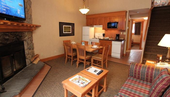 Hang out with friends and family in the comfortable living area - Banff Hidden Ridge Resort 1 Bedroom + Loft Condo (3 Queens) - Banff - rentals