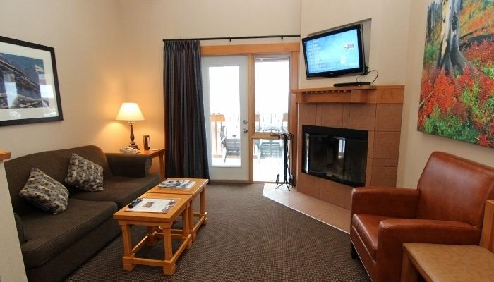 This spacious condo has a wood-burning fireplace and a large, private balcony - Banff Hidden Ridge Resort 2 Bedroom + Loft Condo (3 Queens) - Banff - rentals