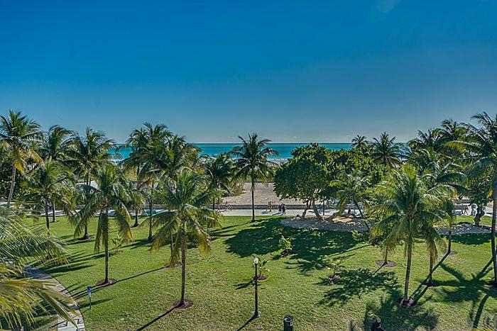view from oceanfront deck - Ocean Drive oceanfront deck SOUTH BEACH 12 guests - Miami Beach - rentals