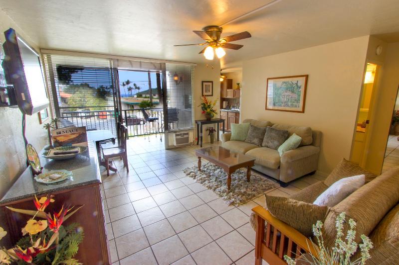Living room - Cute NEW Condo; Pool; BBQ: Walk to the Beach! - Kihei - rentals