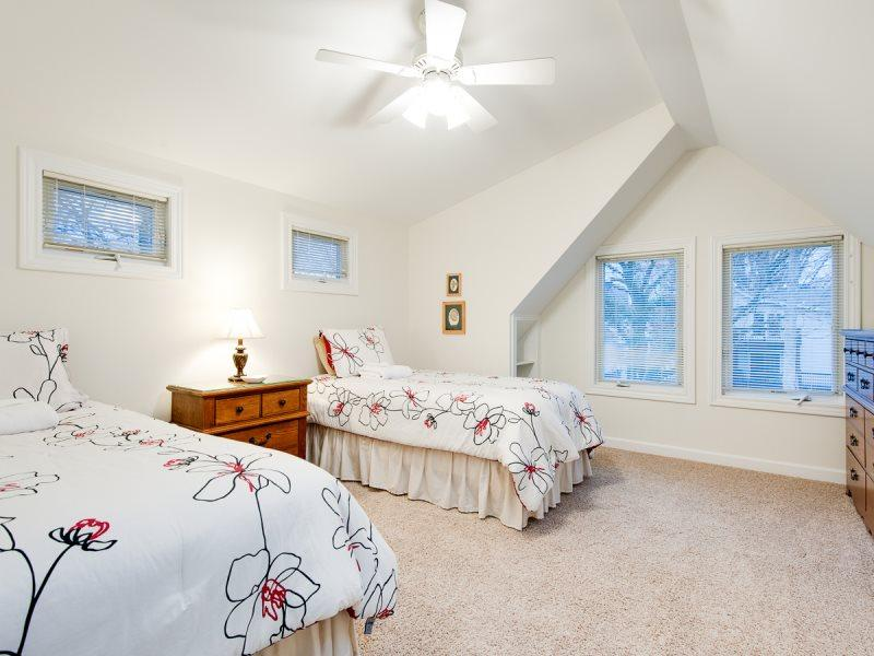 Hart`s Haven - Perfect for the extended family - Image 1 - South Haven - rentals