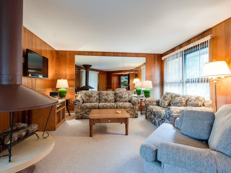 550 North Shore - The Ponderosa - Image 1 - South Haven - rentals