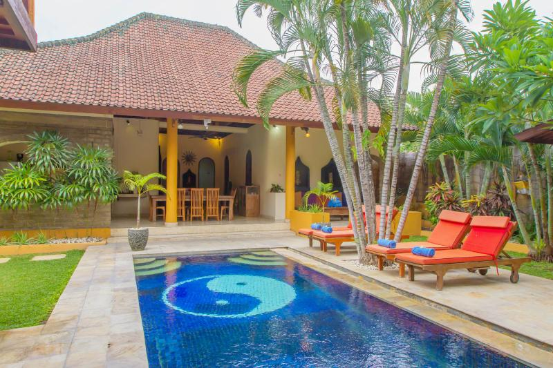 Villa Emas, Great Location and Pool Fence - Image 1 - Seminyak - rentals