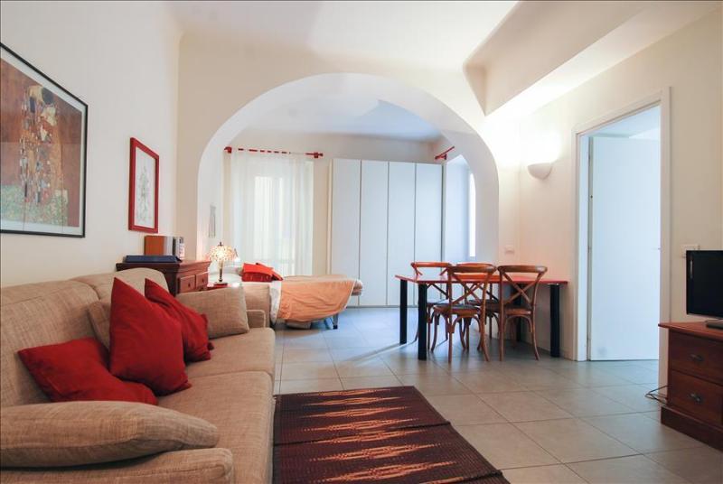 Charming studio w/balcony (Navigli) - Image 1 - Milan - rentals