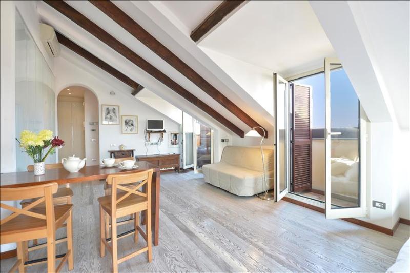 Modern studio with 2 balconies - Image 1 - Milan - rentals