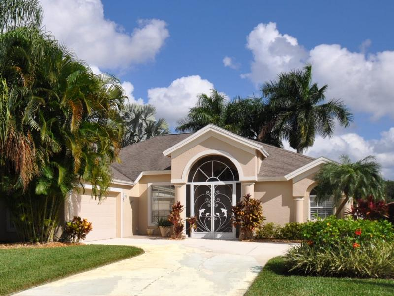 Front of the house - 3 bedroom house in Naples with lake view - Naples - rentals
