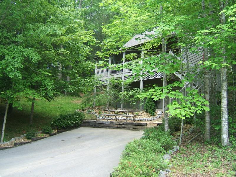 Welcome to Fox's Den Chalet - Gatlinburg Chalet - Private & Cozy, Pet Friendly, - Gatlinburg - rentals