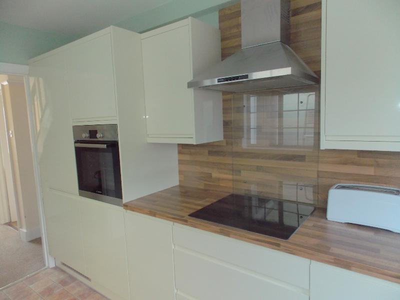 Newly fitted kitchen - Pink House Pole Barn Lane - Frinton-On-Sea - rentals