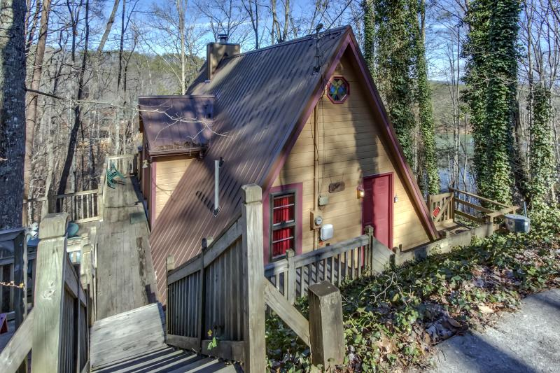 """Wee TeePee"" --Budget--Hot Tub--Peaceful - Image 1 - Sevierville - rentals"