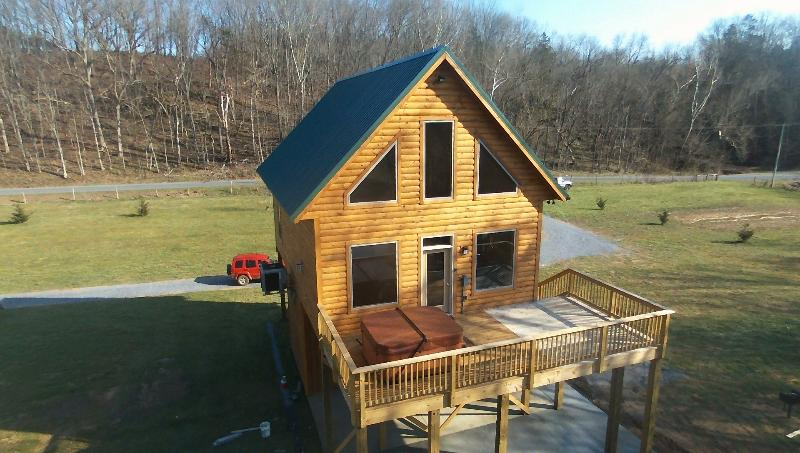 Beautiful new cabin right on top of the river - Brand New River Front log cabin - Luray - rentals