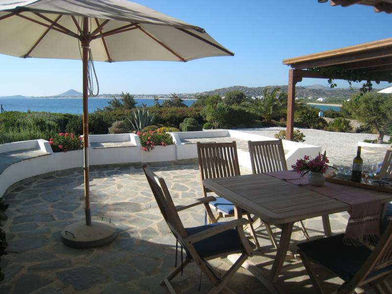 Typical cycladic villa, 60 meters from the sea - Image 1 - Mikri Vigla - rentals