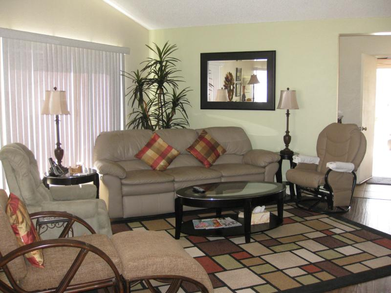 "Cozy great room with 42"" TV and fireplace - single  story home - Palm Desert - rentals"