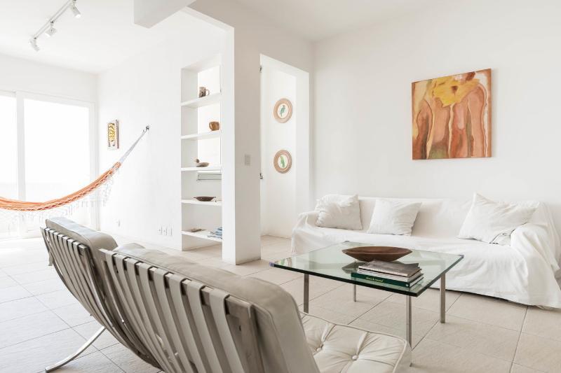 Living Room - STUNNING OCEAN VIEW APARTMENT IN COPACABANA - Rio de Janeiro - rentals