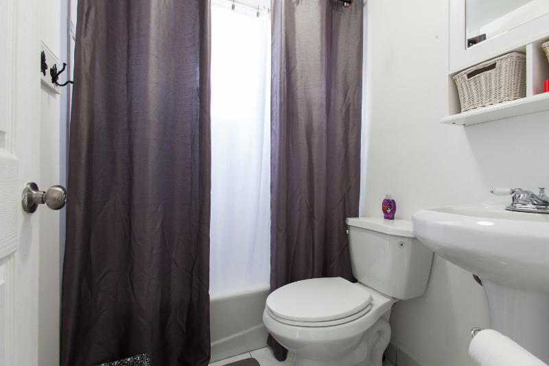 Bathroom - Perry's Place - Coconut Grove - rentals