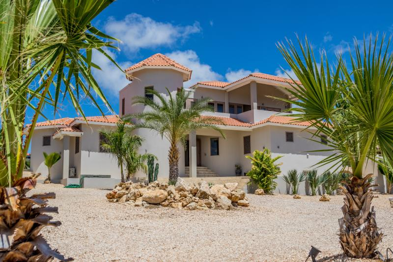 Villa Azure front entrance - VILLA AZURE BONAIRE. new luxurious & private - Kralendijk - rentals