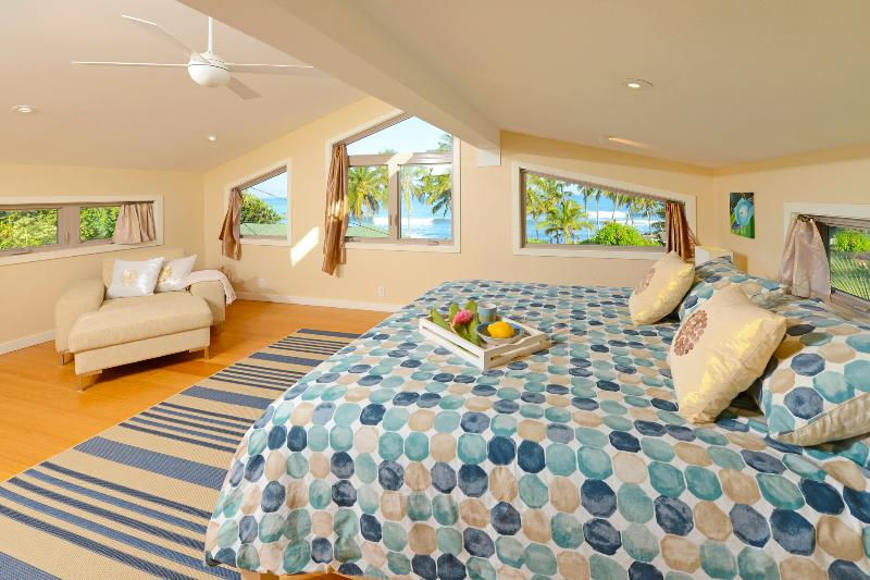 Bedroom #3 With CalKing Bed, Beach, Ocean and Mountain Views - AC and Ceiling fan - Paia Beach Luxury Home, 10 steps White Sandy Beach - Paia - rentals