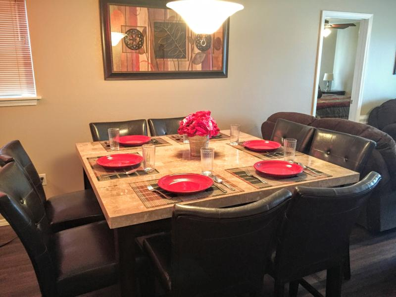 Dining table with 8 chairs, plus 3 bar stools at breakfast bar. - Totally Remodeled in 2016 - No Stairs! - Branson - rentals