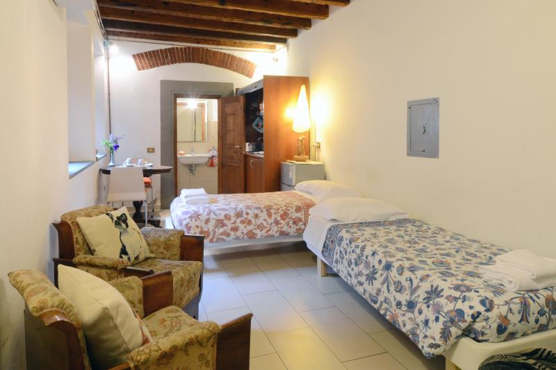 the studio - Bright Studio Rental Near Ponte Vecchio - Florence - rentals