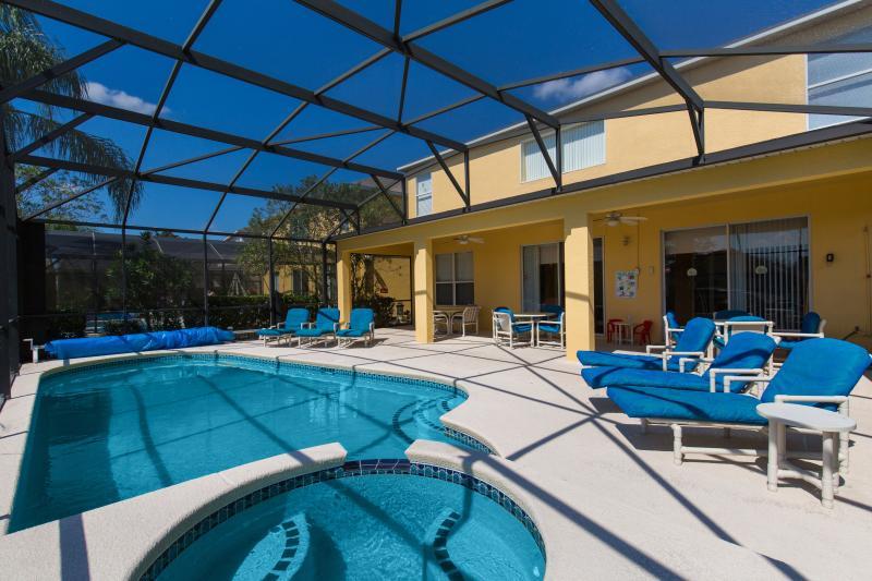 Spacious pool deck - Emerald Island Resort's luxury Emerald Magic - Kissimmee - rentals