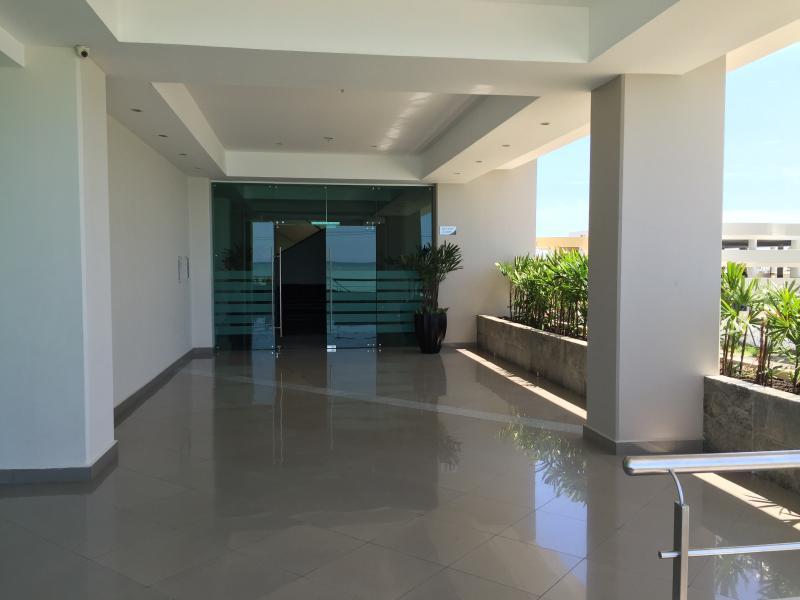 10TH FLOOR OCEANFRONT CONDO - Image 1 - Salinas - rentals