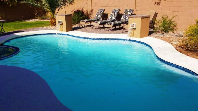 Pool ($50/day heat fee if needed), spa ,waterfalls and chaise loungers. - Great Location! Heated Pool/Hot Tub/Fire Pitt - Mesa - rentals