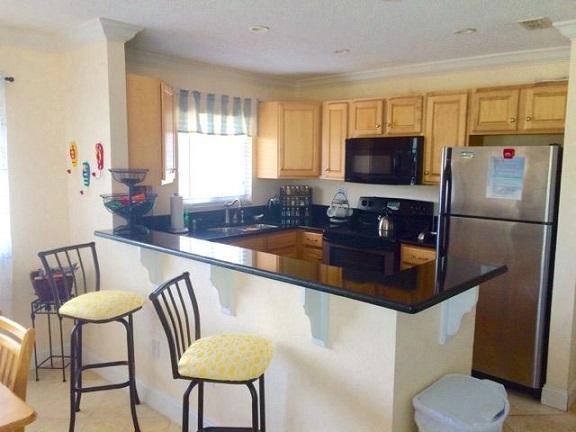 Breakfast Bar / Kitchen - 2 Bed 2 Bath luxury, Quiet end unit. St Pete Beach - Saint Pete Beach - rentals