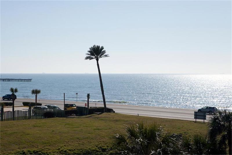 Romantic Gulf View Luxury Resort Condo 3 Pools 318 - Image 1 - Galveston - rentals