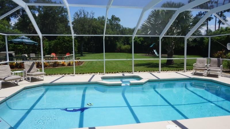 EXECUTIVE VILLA SET IN ONE ACRE FENCED AND VERY PRIVATE LARGE BBQ SUNDECK, PLAY AREA  AND ORCHARD - EXECUTIVE VILLA SET IN ONE ACRE FENCED AND PRIVATE - Kissimmee - rentals