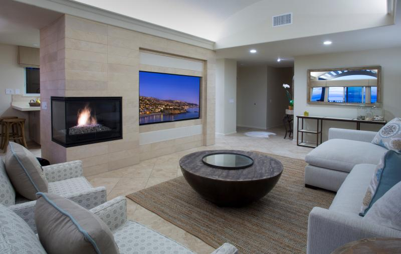 Villa Laguna Living Room Features a Fireplace and Giant Flat Screen TV - Lux. 3 bdrm! Five Nights still available July 9-14 - Laguna Beach - rentals