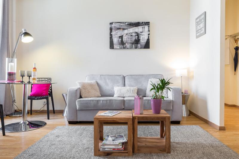 Living Room - Central Cannes - 1 BR, WI-FI, ideal for vacation - Cannes - rentals