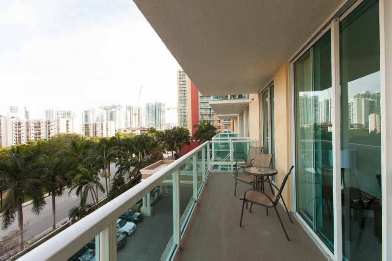 Balcony - Spacious comfortable apart 2 bedrooms Sunny Isles - Sunny Isles Beach - rentals
