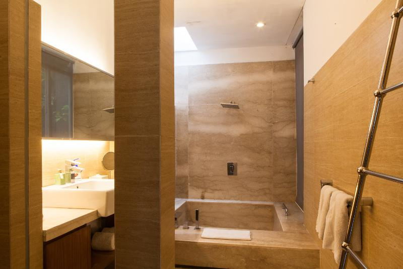 2nd Bathroom - 5 bedrooms TIGADIS VILLA BALI - Jimbaran - rentals