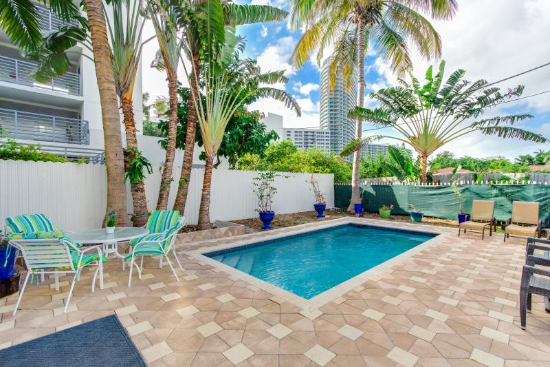 Pool/ Outdoor Dinning - VILLA COLORS OF SOUTH BEACH - Miami Beach - rentals