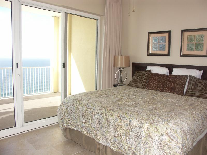 Ocean front king master - 4BR Luxury Beachfront Condo Sleep10! Huge Balcony! - Panama City Beach - rentals