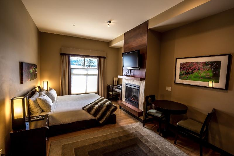 Spacious bedroom, stunningly decorated and with a large, comfortable bed - Canmore Silver Creek Chic 1 Bedroom Condo - Canmore - rentals
