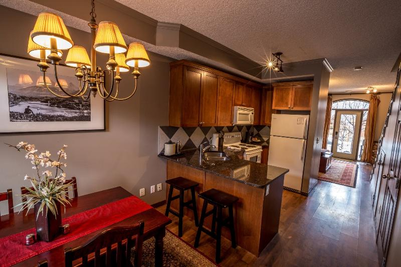 Beautiful, airy property with lots of space and natural light - Canmore Mystic Springs Charming 2 Bedroom Chalet - Canmore - rentals