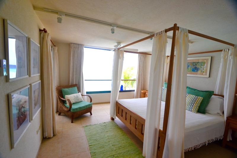 Romantic Canopy King bed facing the Caribbean sea. - St Lawrence Beach Condominiums - Paradise Island - Saint Lawrence Gap - rentals