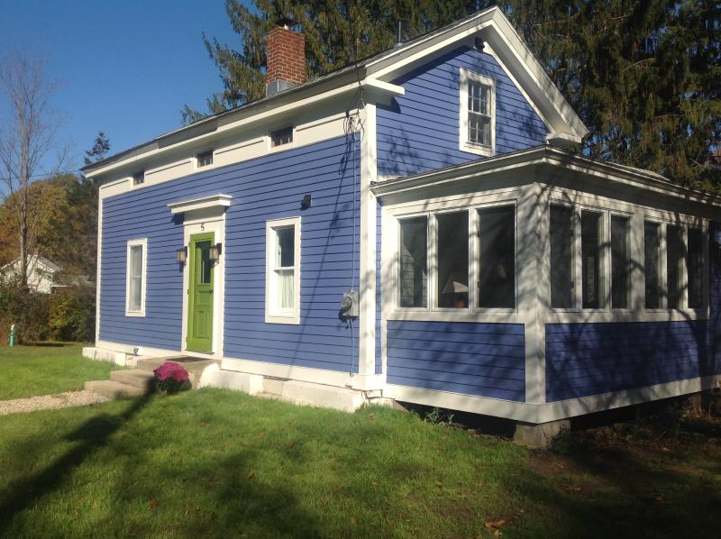 Blue House on the Bend - Newly Renovated Colonial on the River! Sleeps 5-6 - Stockbridge - rentals