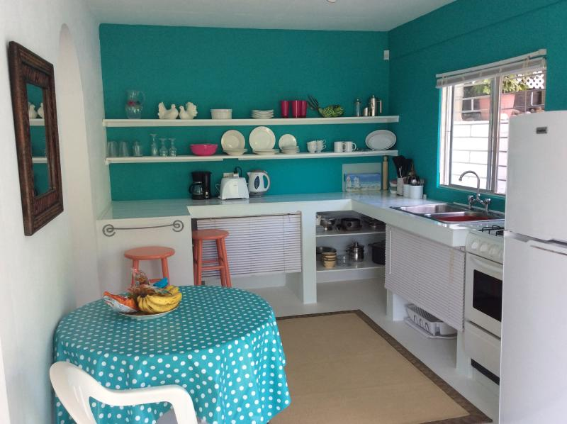 Alize lower, fullyequipped kitchen with deck and sea view. - ALIZE lower, ground floor apartment, sea view. - Bequia - rentals