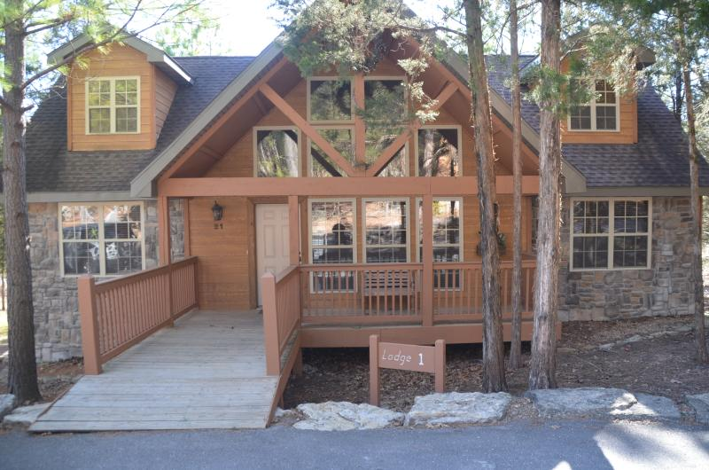 Lodge #1 in Stonebridge is the perfect place to enjoy Branson! - Lodge near Silver Dollar City and Next to Park - Branson - rentals