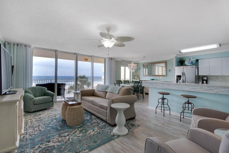 Bright and open living/dining/kitchen area - Beach Escape - 2 Queen Beds - Free Beach Service - Fort Walton Beach - rentals